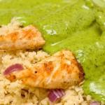 Пилешко със зелен сос