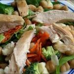 Здравословна пилешка салата с нар