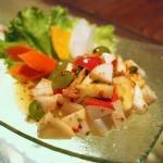 Диетична салата от ябълки, соя и ленено семе