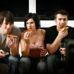 Лоши навици, които ни карат да напълняваме