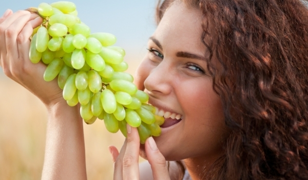 eating-grapes7