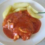 Пилешко с доматен сос
