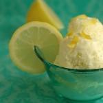 Диетичен сладолед от лимон и ягоди