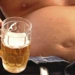 Алкохолът трупа мазнини по корема