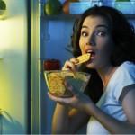 Защо е рисковано да ядем след 22 часа