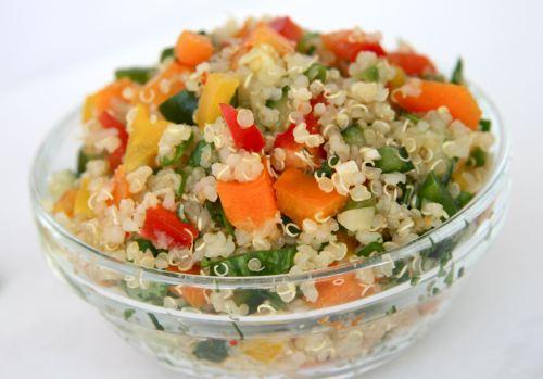 kinoa-salata