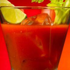 Летен сок за отслабване от домат, целина и морков
